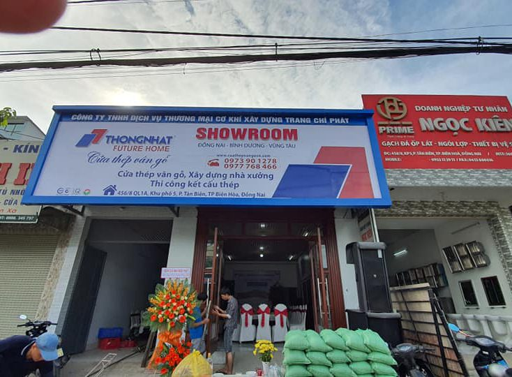 Showroom cửa thép vân gỗ Trang Trí Phát